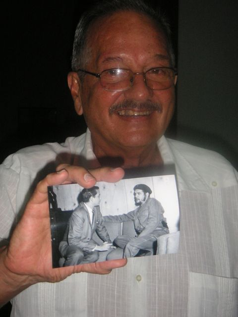 The professor with a picture with Che